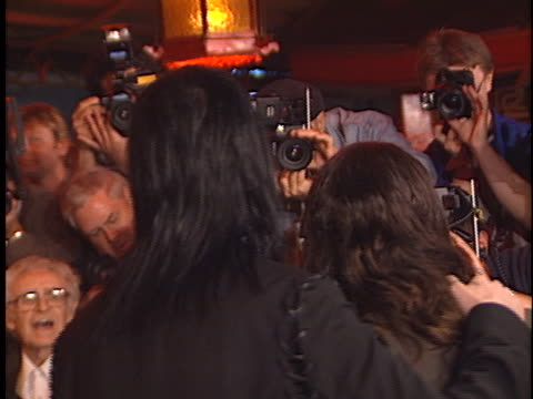 marilyn manson at the blow premiere at manns chinese theater hollywood in hollywood ca - マリリン マンソン点の映像素材/bロール