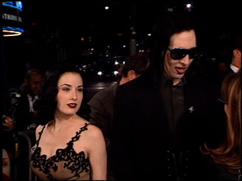 marilyn manson at the 'from hell' premiere on october 17 2001 - マリリン マンソン点の映像素材/bロール
