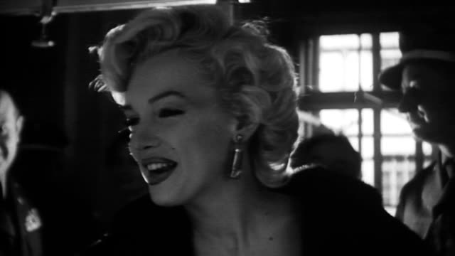 stockvideo's en b-roll-footage met cu marilyn monroe smiling as she visits us troops in army hospital marilyn monroe visiting troops in tokyo on february 05 1954 in tokyo japan - marilyn monroe