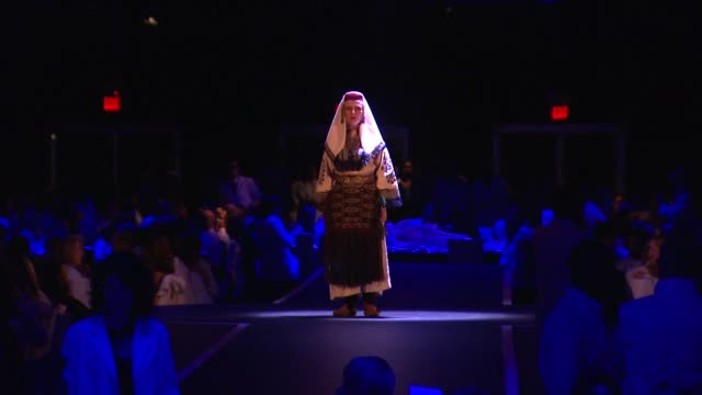 marina abramovic actor at the the museum of contemporary art los angeles presents the annual moca gala at los angeles ca - マリーナ アブラモヴィッチ点の映像素材/bロール