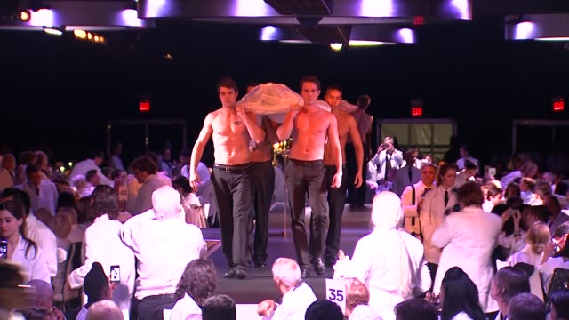 marina abramovic actors at the the museum of contemporary art los angeles presents the annual moca gala at los angeles ca - マリーナ アブラモヴィッチ点の映像素材/bロール