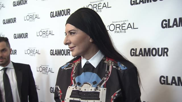 marina abramovic at glamour magazine's 23rd annual women of the year awards event at the carnegie hall on 11/11/13 in new york ny - マリーナ アブラモヴィッチ点の映像素材/bロール