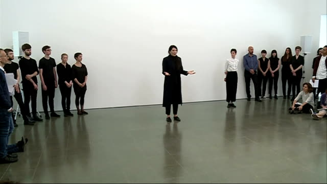 marina abramovic at the serpentine gallery england london int marina abramovic speaking to audience at serpentine gallery sot / people sat and... - マリーナ アブラモヴィッチ点の映像素材/bロール