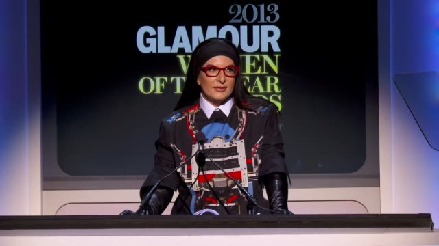 speech marina abramovic introduces lady gaga at glamour magazine's 23rd annual women of the year awards event at the carnegie hall on 11/11/13 in new... - マリーナ アブラモヴィッチ点の映像素材/bロール