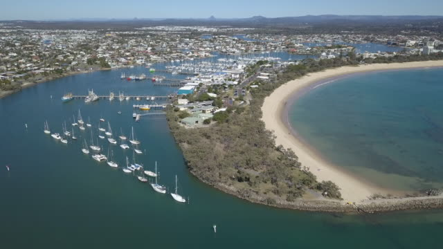 marina at the mooloolaba spit, sunshine coast, australia - vista marina stock videos & royalty-free footage