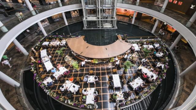 ws t/l marina bay sands, shopping complex and busy restaurant / singapore - einkaufszentrum stock-videos und b-roll-filmmaterial