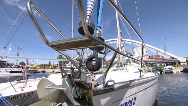 marina in kolobrzeg - anker werfen stock-videos und b-roll-filmmaterial