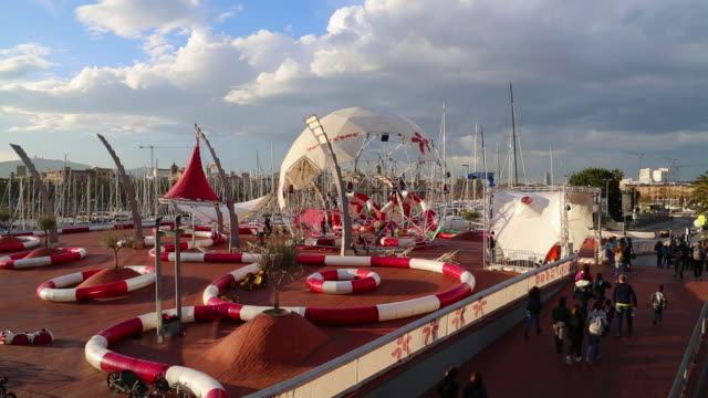 vídeos y material grabado en eventos de stock de marina port vell, children play ground, barcelona, spain. - puerto de barcelona