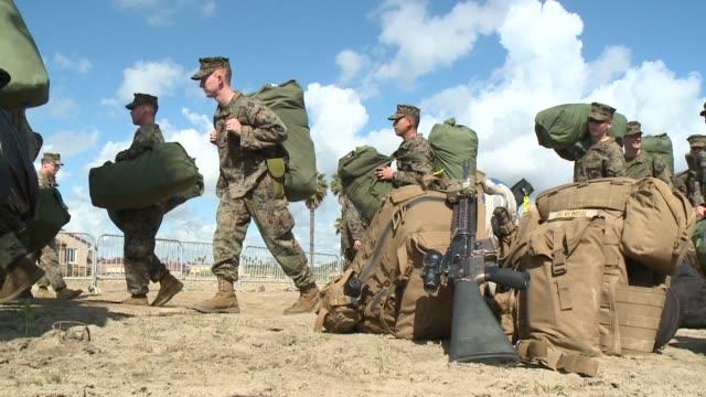 vídeos de stock e filmes b-roll de marine corps base camp pendleton. - acampamento base