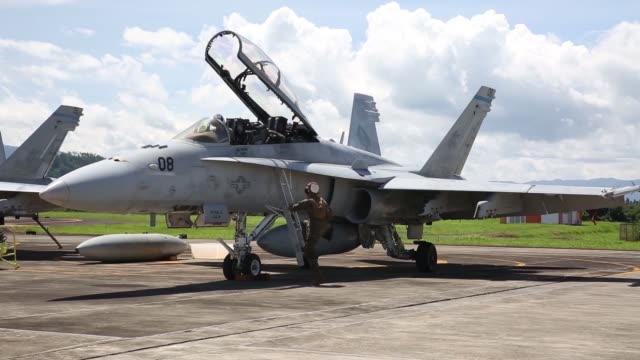 stockvideo's en b-roll-footage met us marine corps f/a18d hornets with marine allweather fighter attack squadron 225 and indonesian air force f16 fighting falcons began exercise cope... - start  en landingsbaan