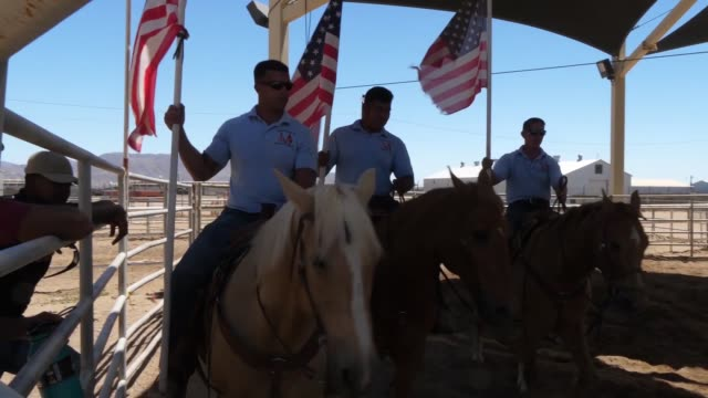 marine corps mounted color guard based in barstow, california travel the country participating in ceremonies. - 雄馬点の映像素材/bロール