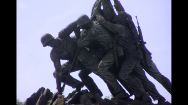 1964 marine corps war memorial - figura maschile video stock e b–roll