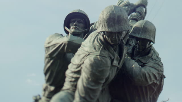 vídeos de stock e filmes b-roll de cu us marine corps war memorial - estátua