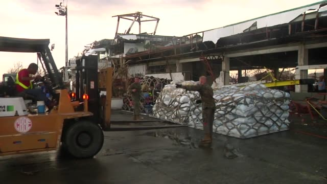 3d marine expeditionary brigade and philippine armed forces land on tacloban in operation damayan the multinational force is evacuating displaced... - rescue worker stock videos & royalty-free footage