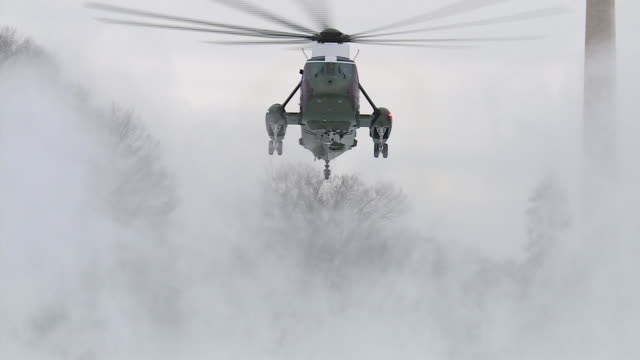 marine one lands on the south lawn of the white house in snowy conditions. president trump's helicopter was scheduled to fly him to andrews air force... - helicopter landing stock videos & royalty-free footage
