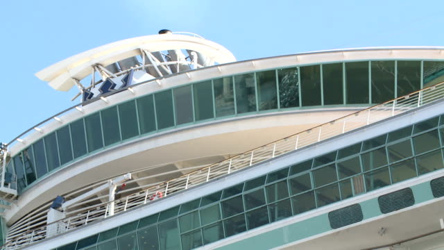 vídeos y material grabado en eventos de stock de mariner of the seas one of largest asiabased cruising ship arrived at port of yokohama south of tokyo for the first time on wednesday march 25 the... - cruising