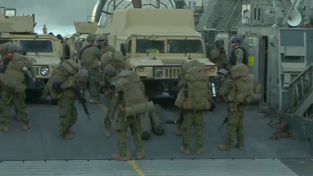 marines and sailors conduct an amphibious landing exercise during trident juncture 18 in alvund, norway october 29, 2018. - ホバークラフト点の映像素材/bロール