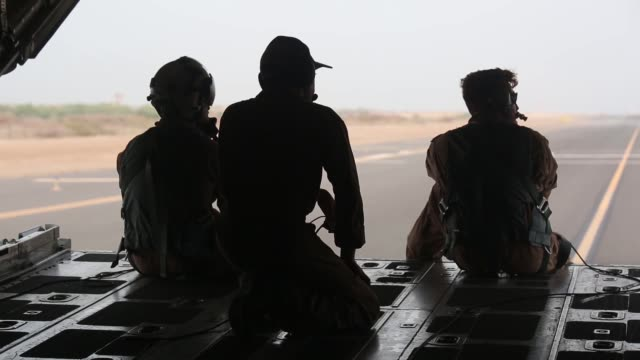 marines and sailors with special purpose marine air ground task force, crisis response africa and u.s. airmen with the 82nd expeditionary rescue... - us marine corps stock videos & royalty-free footage