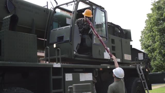 marines assigned to combat logistics battalion 3, combat logistics regiment 3, and soldiers assign to 84th engineer battalion, 130th engineer... - 連隊点の映像素材/bロール