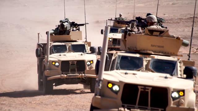 marines assigned to combined anti armor team travel in convoy through the desert in tabuk, kingdom of saudi arabia and fire tow missile systems from... - amerikanska militären bildbanksvideor och videomaterial från bakom kulisserna