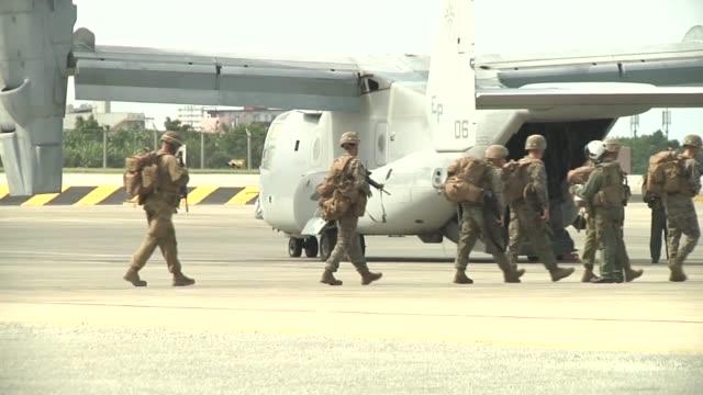 marines boarding 7 cv22 ospreys to practice conducting a long range raid during blue chromite 2017 in okinawa japan november 04 2016 - 米軍点の映像素材/bロール