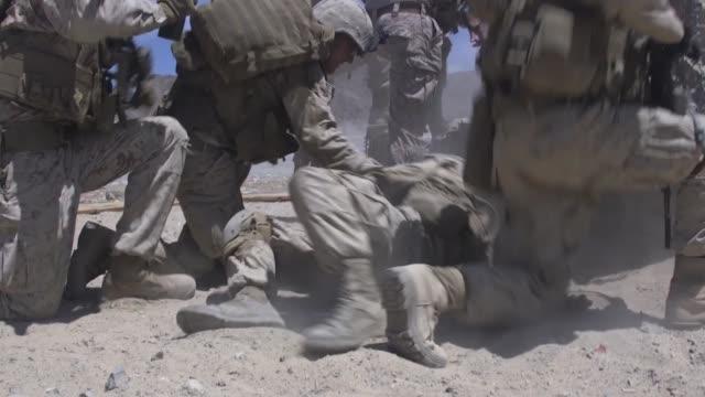 vídeos y material grabado en eventos de stock de us marines conduct a platoonsized attack on range 410a during the integrated training exercise 519 at marine corps air ground combat center... - pelotón ejército de tierra