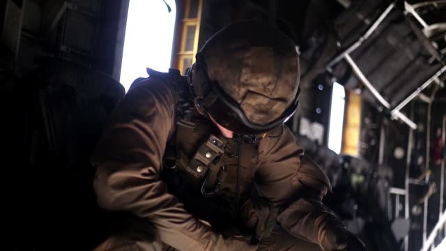 vidéos et rushes de us marines conduct an external lift exercise with a ch53 super stallion helicopter in yuma arizona 3 april 2019 - manoeuvre militaire