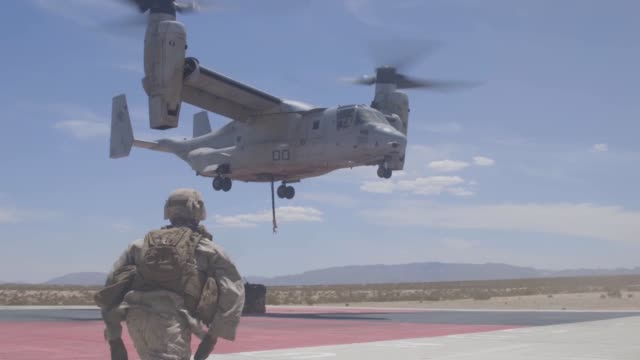 marines conduct external lift training with an mv-22 osprey at marine corps air ground combat center tentynine palms, california, 28 july 2019. - us marine corps stock videos & royalty-free footage