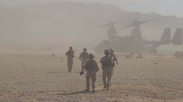 us marines conduct external lift training with an mv22 osprey at marine corps air ground combat center tentynine palms california 28 july 2019 - us marine corps stock videos & royalty-free footage