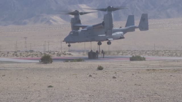 us marines conduct external lift training with an mv22 osprey at marine corps air ground combat center tentynine palms california 28 july 2019 - military exercise stock videos & royalty-free footage