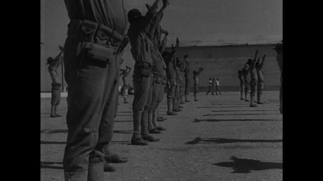 vídeos de stock e filmes b-roll de marines doing exercises w/ rifles dramatization actor in uniform as rafael trujillo american soldiers clearing out base house leaving on ship - fuzileiro naval