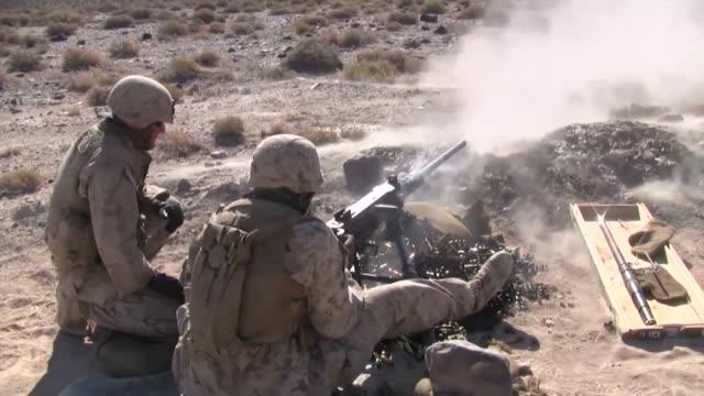 marines firing the m2 .50 caliber machine gun as well as taking a class on the m240 machine gun during javelin thrust - ドリル点の映像素材/bロール