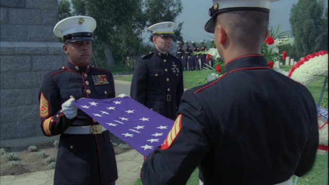 stockvideo's en b-roll-footage met u.s. marines fold a united states flag into a triangle. - krans