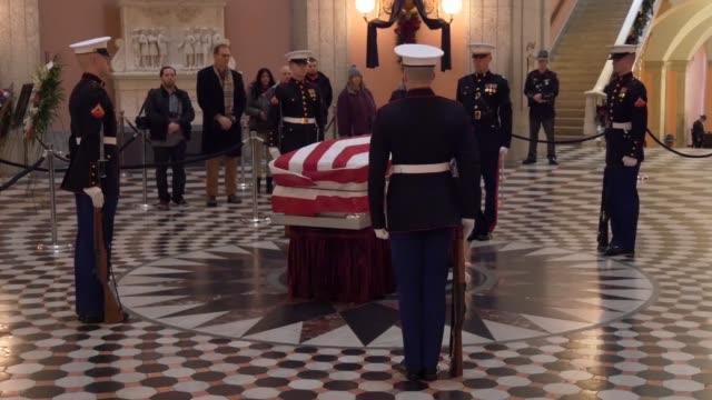 stockvideo's en b-roll-footage met marines from marine barracks washington assist in the repose of sen john h glenn jr at the ohio statehouse columbus ohio dec 16 2016 having flown 149... - opgebaard liggen