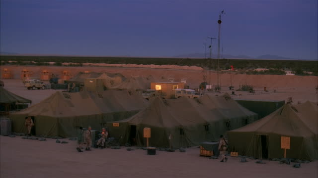 ws, ha, reenactment us marines in camp at dusk, kuwait - united states marine corps stock-videos und b-roll-filmmaterial