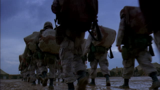 stockvideo's en b-roll-footage met ms, reenactment us marines in camp, rainy day, kuwait - perzische golf