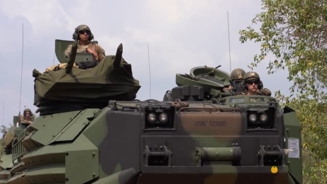 stockvideo's en b-roll-footage met us marines return to amphibious transport dock uss green bay from the coast of thailand during exercise cobra gold - amfibivoertuig