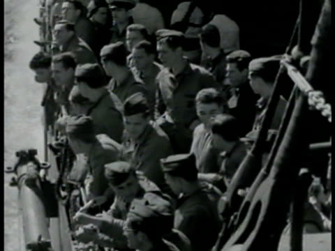 marines, sailors on deck, congregating, smoking. vs soldiers looking over railing of navy ship, men w/ helmet, headphones, navy caps leaning on... - 1942年点の映像素材/bロール