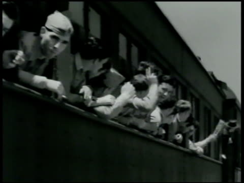 marines sticking head out transport train window. man looking around out window. men waving, train moving. vs marines waving out doors, windows,... - 1942年点の映像素材/bロール