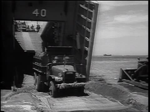 vídeos de stock, filmes e b-roll de marines truck driving off landing craft onto beach / vietnam war / newsreel - navio de desembarque de doca