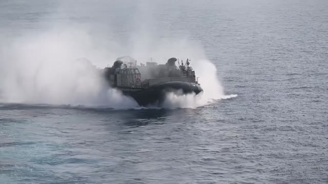 vídeos de stock, filmes e b-roll de us marines utilize us navy landing craft air cushioned vehicles and amphibious assault vehicles during an amphibious rehearsal aboard the amphibious... - veículo anfíbio