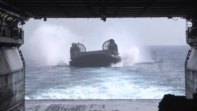 marines utilize u.s. navy landing craft air cushioned vehicles and amphibious assault vehicles during an amphibious rehearsal aboard the amphibious... - ホバークラフト点の映像素材/bロール