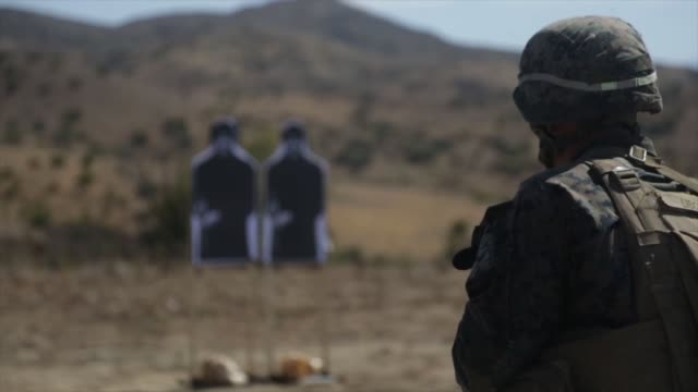 marines with 1st marine division take part in super squad competition at marine corps base camp pendleton, california. the competition tests the... - firing squad stock videos & royalty-free footage