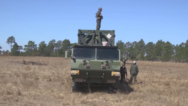 marines with 2nd transport support battalion , 2nd marine logistics group, 2nd marine division, perform an air delivered ground refueling operation... - 可燃性点の映像素材/bロール