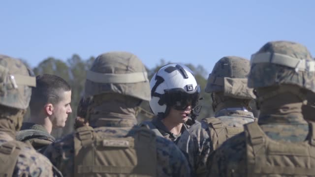 marines with 2nd transportation support battalion, 2nd marine logistics group, participate in sling loading capabilities exercise on camp lejeune,... - hochziehen stock-videos und b-roll-filmmaterial