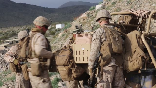 marines with animal company, marine air-ground task force-6 conduct a company urban assault during integrated training exercise 2-19 at marine corps... - 北極星点の映像素材/bロール