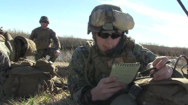 vidéos et rushes de us marines with company a 1st battalion 6t marine regiment support tactical air control party with 60mm mortars at atlantic nc jan 25 2018 the... - infanterie de marine américaine