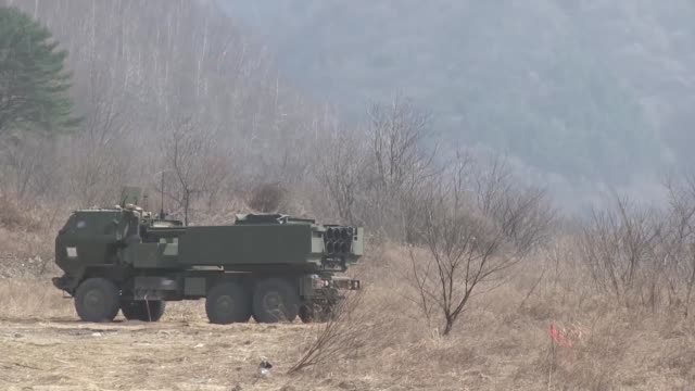 us marines with delta battery 2d battalion 14th marines 14th marine regiment assigned to marine expeditionary force fire a reduced range practice... - north gyeongsang province stock videos & royalty-free footage
