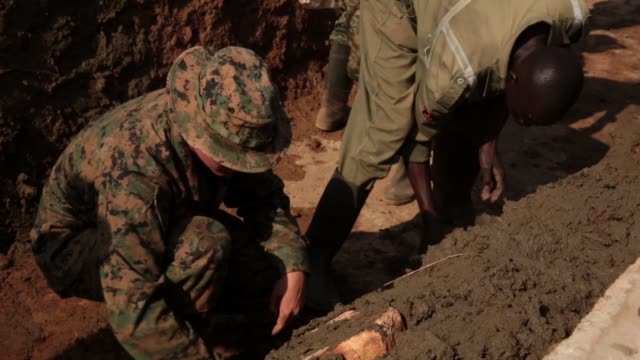 us marines with special purpose marine airground task forcecrisis responseafrica 191 marine forces europe and africa conduct peace keeping operations... - ウガンダ点の映像素材/bロール