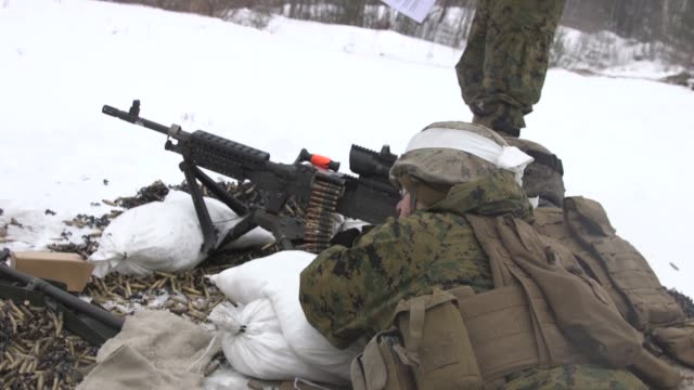 us marines with weapons company 1st battalion 24th marines 25th marine regiment 4th marine division conduct a live fire exercise with the m240... - 米国海兵隊点の映像素材/bロール